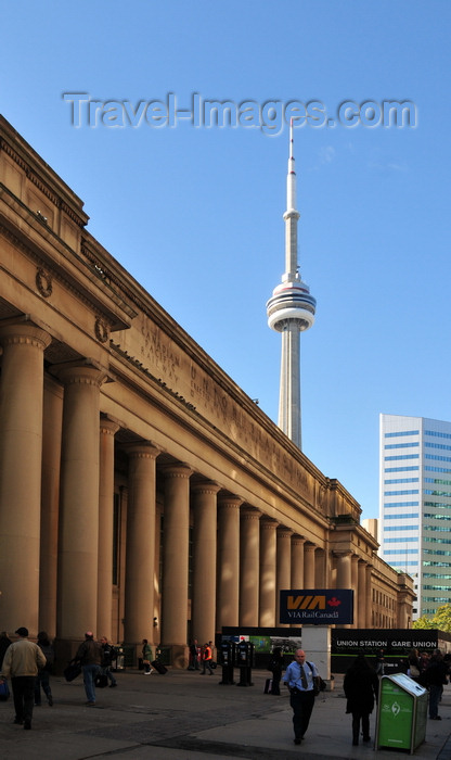 canada727: Toronto, Ontario, Canada: Union Station - Ross and Macdonald architects - colonnaded porch - Beaux Arts railway station design - Front Street West - CN Tower and Citybank place in the background - photo by M.Torres - (c) Travel-Images.com - Stock Photography agency - Image Bank