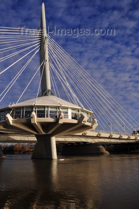 canada762: Winnipeg, Manitoba, Canada: Esplanade Riel bridge - footbridge cable-stayed from a single, transversely inclined pylon - designed by Colin Douglas Stewart of Wardrop Engineering and the architect Étienne Gaboury - side-spar cable-stayed bridge - photo by M.Torres - (c) Travel-Images.com - Stock Photography agency - Image Bank