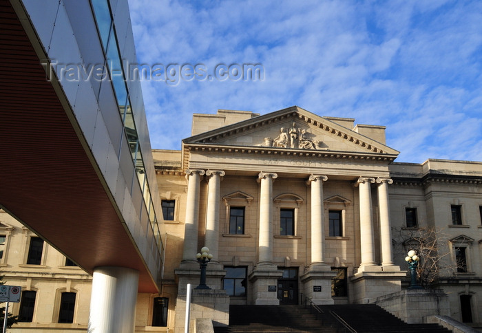 canada767: Winnipeg, Manitoba, Canada: Law Courts - a sky-walk crosses Kennedy Street from the Woodsworth Building and destroys the harmony of the neo-classical façade - photo by M.Torres - (c) Travel-Images.com - Stock Photography agency - Image Bank