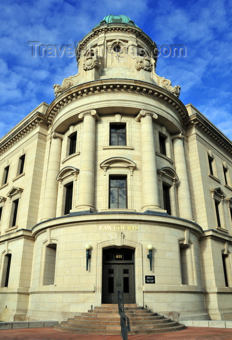 canada769: Winnipeg, Manitoba, Canada: Law Courts - corner of Broadway and Kennedy street - drum and cupola - architects Samuel Hooper, Victor W. Horwood, John D. Atchison - photo by M.Torres - (c) Travel-Images.com - Stock Photography agency - Image Bank