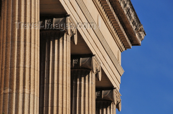 canada773: Winnipeg, Manitoba, Canada: Legislative building - south façade - tetrastyle portico of four Ionic columns - detail of capitals - neoclassical architecture - photo by M.Torres - (c) Travel-Images.com - Stock Photography agency - Image Bank