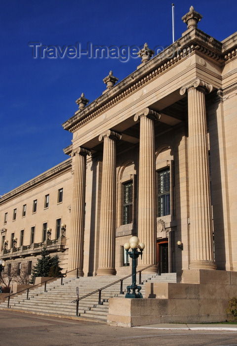 canada774: Winnipeg, Manitoba, Canada: Legislative building - south façade - tetrastyle portico of four Ionic columns - made from Manitoba Tyndall limestone from the town of Garson - architects Francis Worthington Simon and Henry Boddington III - photo by M.Torres - (c) Travel-Images.com - Stock Photography agency - Image Bank