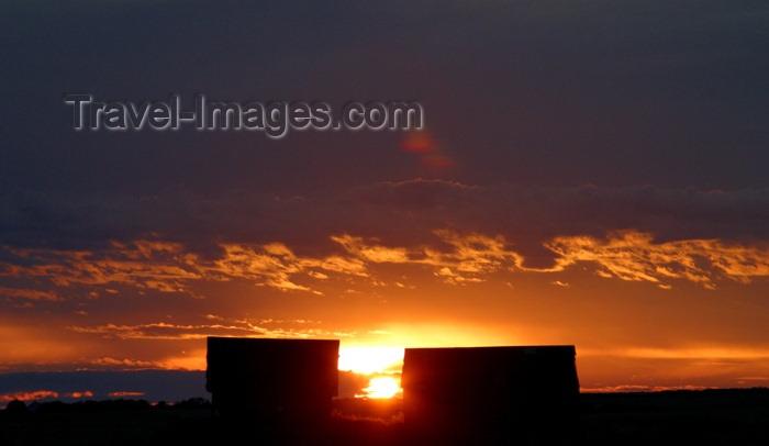 canada78: Canada / Kanada - Saskatchewan: gorgeous sunset, bright red, yellow and orange - photo by M.Duffy - (c) Travel-Images.com - Stock Photography agency - Image Bank
