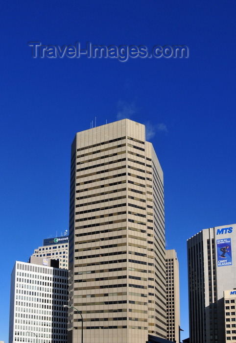 canada798: Winnipeg, Manitoba, Canada: Downtown skyscrapers - Royal Bank Building dwarfed by the Commodity Exchange Tower - architect Smith Carter - photo by M.Torres - (c) Travel-Images.com - Stock Photography agency - Image Bank