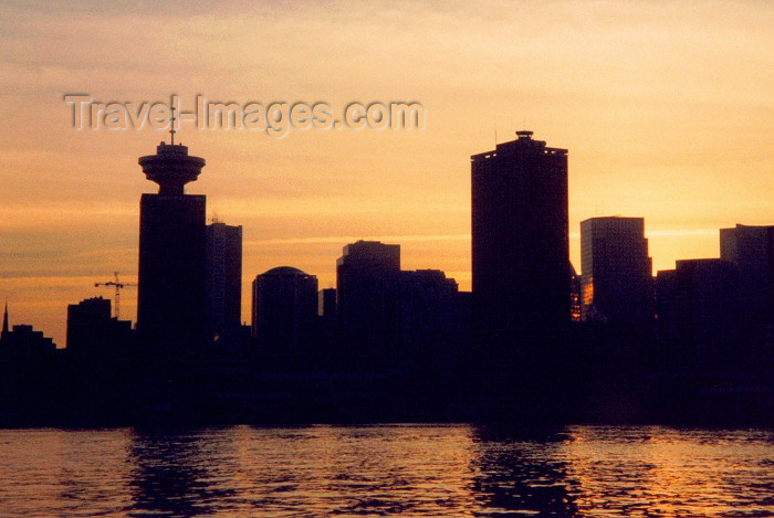 canada8: Canada / Kanada - Canada - Vancouver / YVR / YVD : dusk at the Harbour Centre - Burrard inlet - skyline - photo by M.Torres - (c) Travel-Images.com - Stock Photography agency - Image Bank