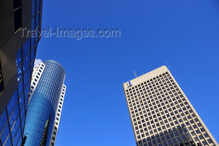 canada806: Winnipeg, Manitoba, Canada: Main Street - Richardson Building - architects Smith Carter and Skidmore, Owings and Merrill - CanWest Global Place on the right - Lombard Place - Point Douglas - Lord Selkirk - West Kildonan - photo by M.Torres - (c) Travel-Images.com - Stock Photography agency - Image Bank
