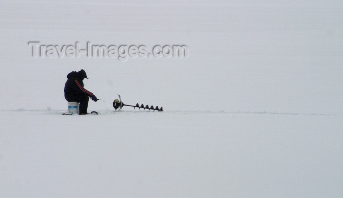 canada86: Canada / Kanada - Saskatchewan: Canadian man fishing in the ice - photo by M.Duffy - (c) Travel-Images.com - Stock Photography agency - Image Bank