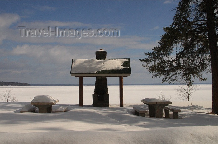 canada87: Canada / Kanada - Saskatchewan: picnic area covered in snow - photo by M.Duffy - (c) Travel-Images.com - Stock Photography agency - Image Bank