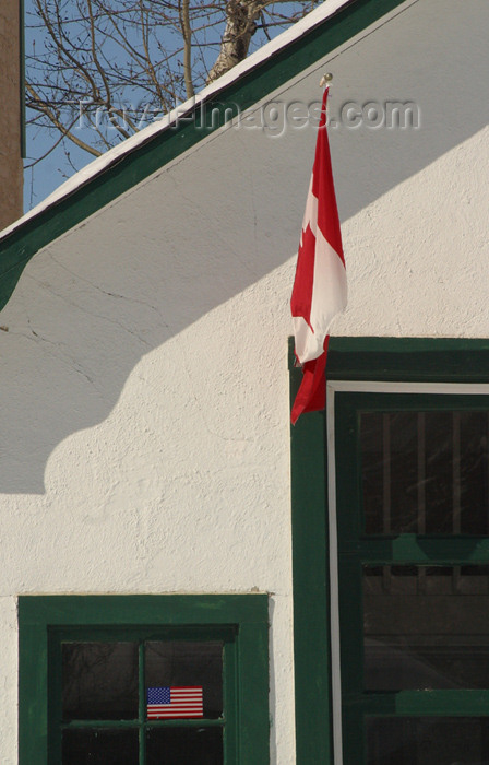 canada92: Canada / Kanada - Saskatchewan: flag hanging in doorway - photo by M.Duffy - (c) Travel-Images.com - Stock Photography agency - Image Bank