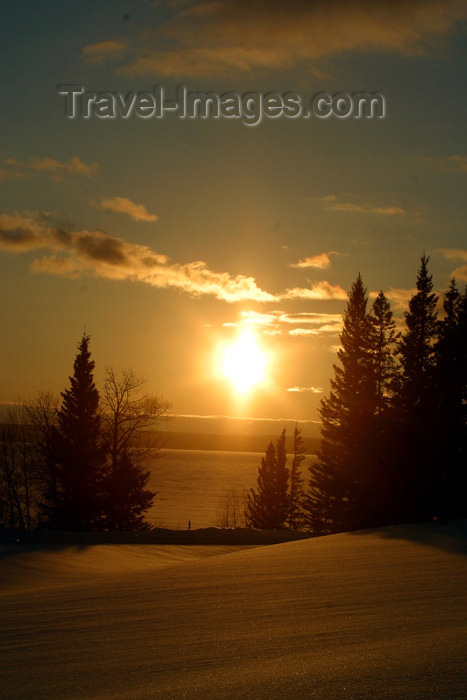 canada96: Canada / Kanada - Saskatchewan: scenic Northern Canada sunset reflecting on the snow and water - photo by M.Duffy - (c) Travel-Images.com - Stock Photography agency - Image Bank