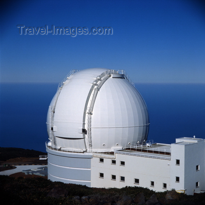 canary78: Roque de los Muchachos Observatory, Garafía, La Palma, Canary Islands: William Herschel Telescope - Isaac Newton Group of Telescopes - Cassegrain-Nasmyth Reflector - photo by A.Bartel - (c) Travel-Images.com - Stock Photography agency - Image Bank