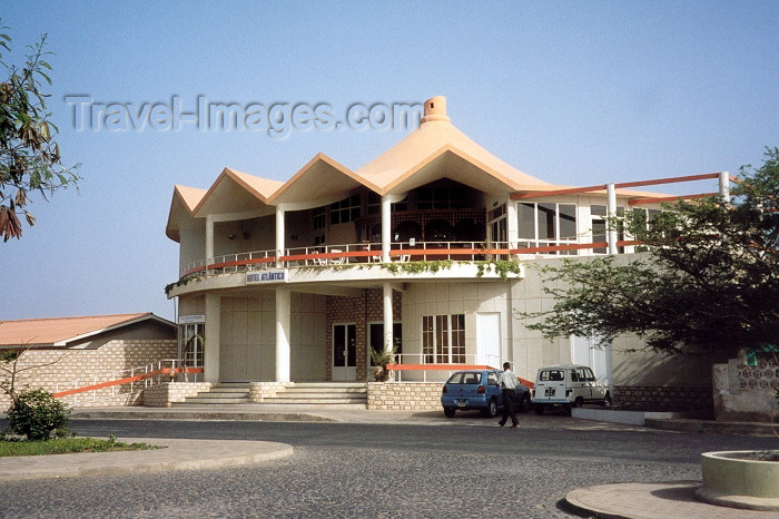 capeverde16: Cape Verde / Cabo Verde - Espargos, Sal island: hotel Atlantico - Amilcar Cabral st. - photo by M.Torres - (c) Travel-Images.com - Stock Photography agency - Image Bank