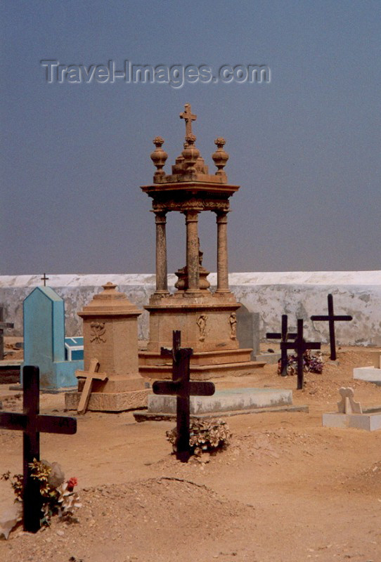 capeverde19: Cape Verde / Cabo Verde - S. Maria, Sal island: at the cemetery - no cemitério - photo by M.Torres - (c) Travel-Images.com - Stock Photography agency - Image Bank