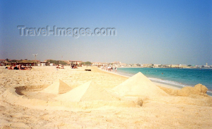 capeverde21: Cape Verde / Cabo Verde - S. Maria, Sal island: sand pyramids on the bay - piramides na baia - photo by M.Torres - (c) Travel-Images.com - Stock Photography agency - Image Bank