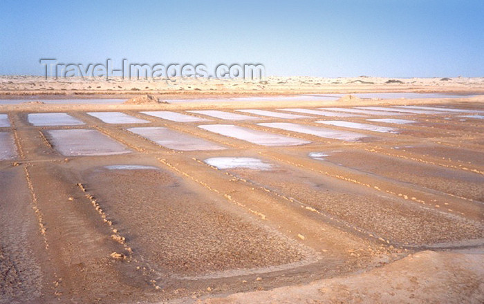 capeverde26: Cape Verde / Cabo Verde - Sal island: salt pans - salinas - photo by M.Torres - (c) Travel-Images.com - Stock Photography agency - Image Bank