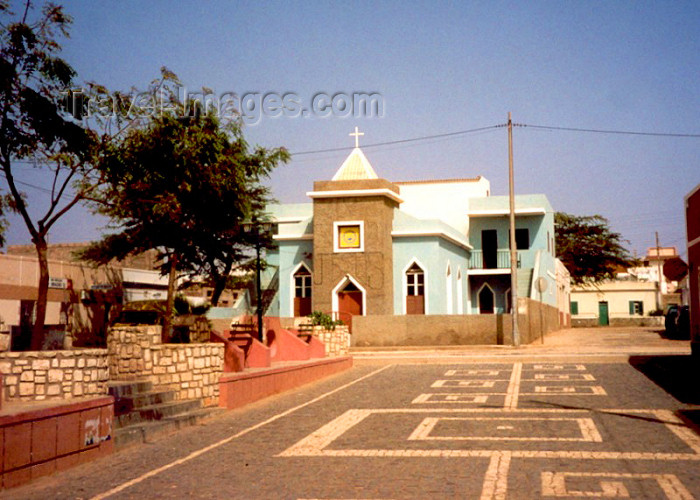 capeverde29: Cape Verde / Cabo Verde - Espargos, Sal island: church of the Nazarene - Igreja do Nazareno - photo by M.Torres - (c) Travel-Images.com - Stock Photography agency - Image Bank