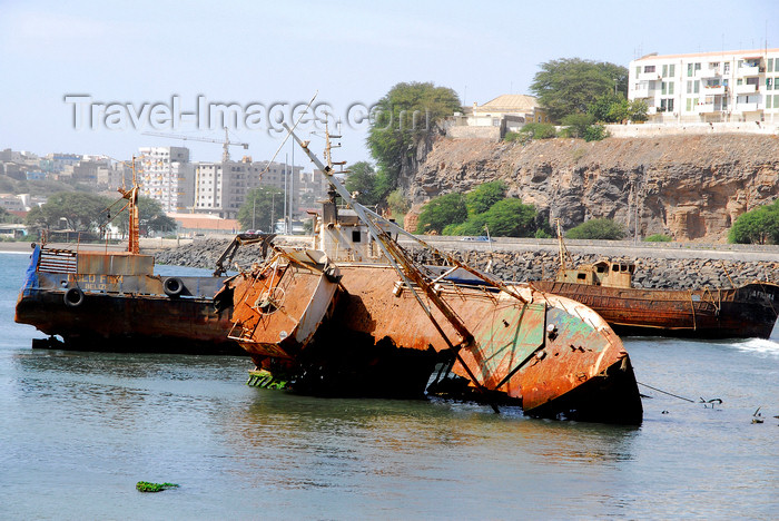 capeverde52: Praia, Santiago island / Ilha de Santiago - Cape Verde / Cabo Verde: run aground boats in Praia harbour - photo by E.Petitalot - (c) Travel-Images.com - Stock Photography agency - Image Bank