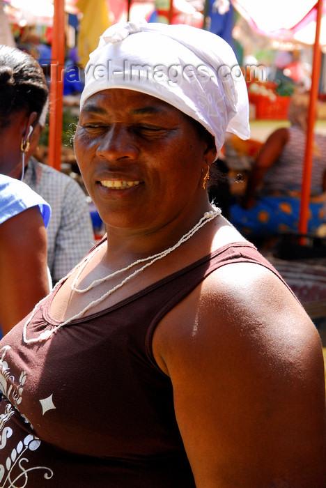 capeverde54: Praia, Santiago island / Ilha de Santiago - Cape Verde / Cabo Verde: woman in the market - photo by E.Petitalot - (c) Travel-Images.com - Stock Photography agency - Image Bank