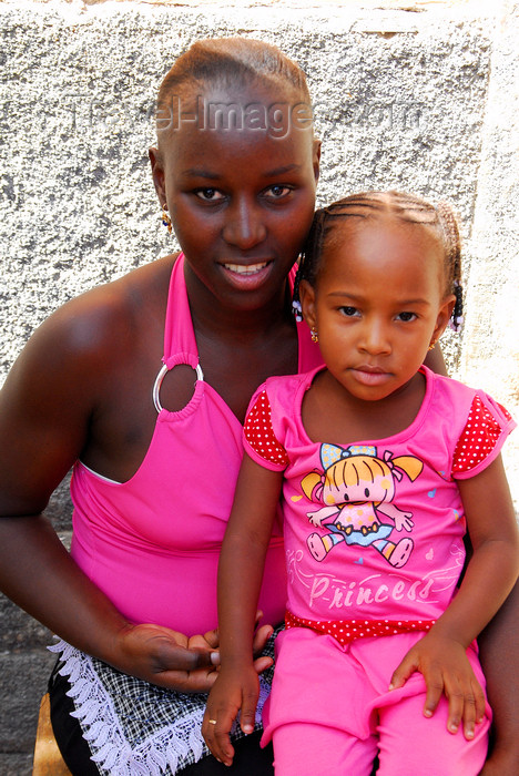 capeverde56: Prai, Santiago island / Ilha de Santiago - Cape Verde / Cabo Verde: a mother and her girl - photo by E.Petitalot - (c) Travel-Images.com - Stock Photography agency - Image Bank