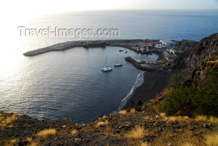 capeverde61: São Filipe, Fogo island - Cape Verde / Cabo Verde: harbour seen from above - photo by E.Petitalot - (c) Travel-Images.com - Stock Photography agency - Image Bank