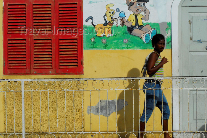capeverde63: São Filipe, Fogo island - Cape Verde / Cabo Verde: woman walking - railing and mural - photo by E.Petitalot - (c) Travel-Images.com - Stock Photography agency - Image Bank