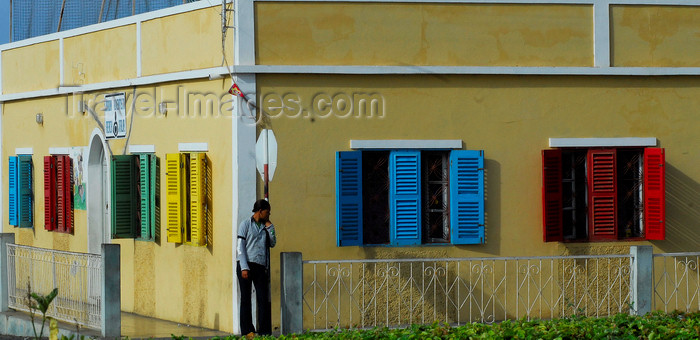 capeverde64: São Filipe, Fogo island - Cape Verde / Cabo Verde: colorful windows - photo by E.Petitalot - (c) Travel-Images.com - Stock Photography agency - Image Bank