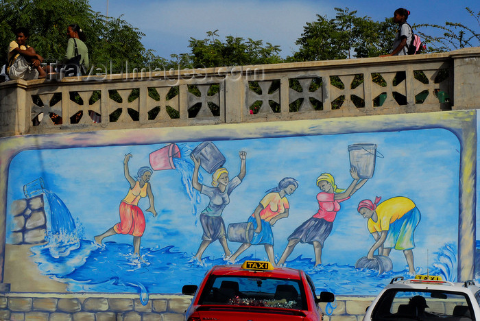 capeverde66: São Filipe, Fogo island - Cape Verde / Cabo Verde: women and water - painting on a wall - mural - photo by E.Petitalot - (c) Travel-Images.com - Stock Photography agency - Image Bank