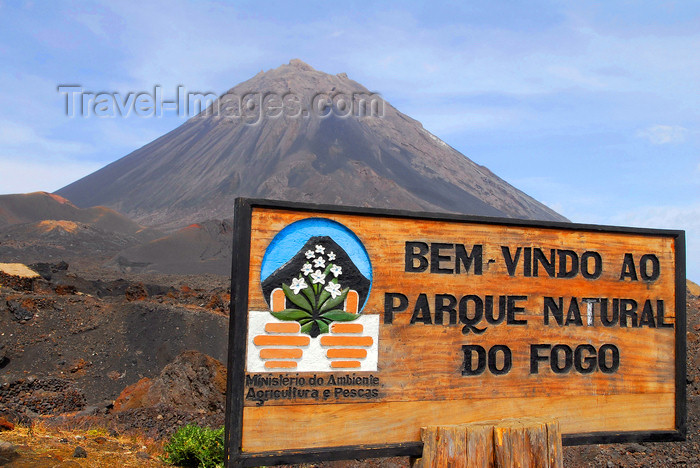 capeverde69: Fogo natural park, Fogo island - Cape Verde / Cabo Verde: Pico do Fogo - park sign -  Parque Natural do Fogo - photo by E.Petitalot - (c) Travel-Images.com - Stock Photography agency - Image Bank