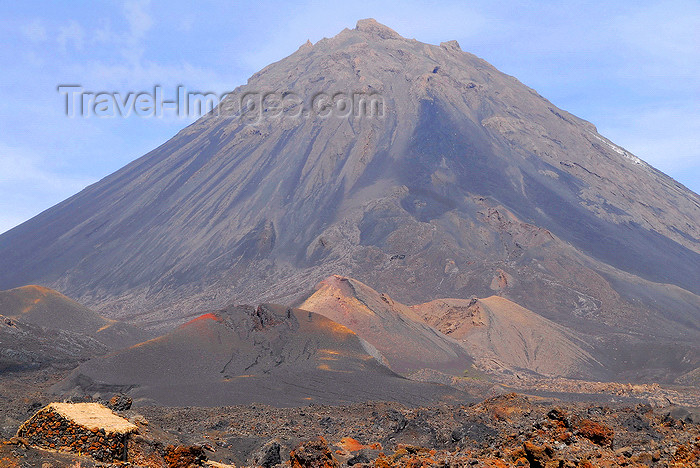 capeverde71: Fogo natural park, Fogo island - Cape Verde / Cabo Verde: Pico do Fogo, an active volcano - photo by E.Petitalot - (c) Travel-Images.com - Stock Photography agency - Image Bank