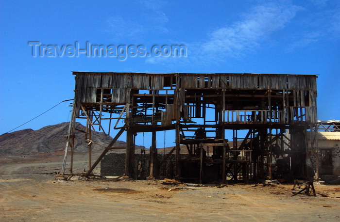 capeverde90: Pedra Lume, Sal island, Cape Verde / Cabo Verde: industrial archeology - arqueologia industrial - photo by R.Resende - (c) Travel-Images.com - Stock Photography agency - Image Bank