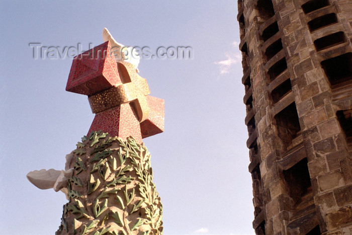 catalon104: Catalonia - Barcelona: cross - the Sagrada Familia cathedral - photo by M.Bergsma - (c) Travel-Images.com - Stock Photography agency - Image Bank