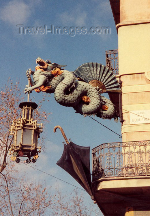catalon12: Catalonia - Barcelona: The Chinese dragon and the Catalan umbrella - Llano de la Boqueria - photo by Miguel Torres - (c) Travel-Images.com - Stock Photography agency - Image Bank