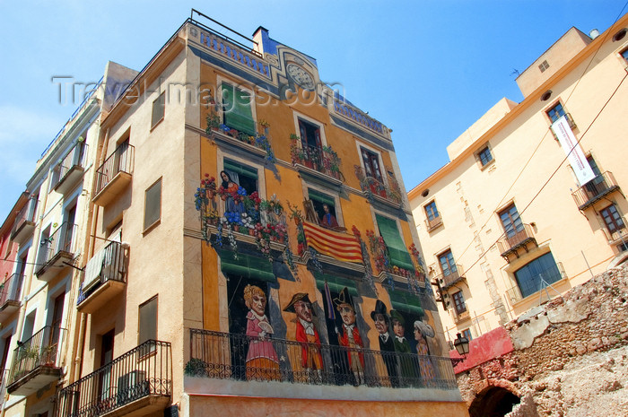 catalon121: Tarragona, Catalonia: fake façade in the old city - Plaça dels Sedassos - trompe-l'œil mural by Carles Arola - photo by B.Henry - (c) Travel-Images.com - Stock Photography agency - Image Bank