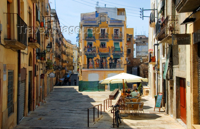 catalon125: Tarragona, Catalonia: pavement café in the old city - Plaça dels Sedassos - photo by B.Henry - (c) Travel-Images.com - Stock Photography agency - Image Bank