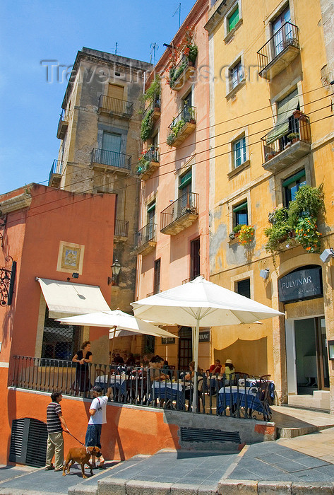 catalon129: Tarragona, Catalonia: Carrer de Ferrers - restaurant - Al Fresco dining - photo by B.Henry - (c) Travel-Images.com - Stock Photography agency - Image Bank