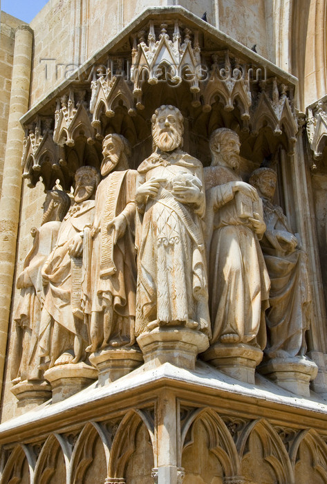 catalon130: Tarragona, Catalonia: jamb figures by the main entrance - photo by B.Henry - (c) Travel-Images.com - Stock Photography agency - Image Bank