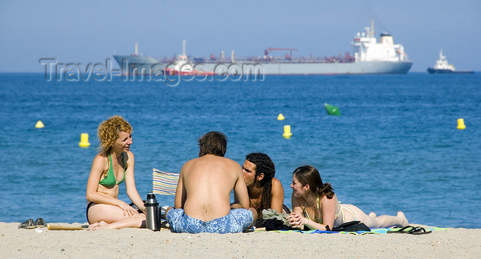 catalon133: La Pineda, Vila-seca, Costa Dorada, Tarragona, Catalonia: two couples on the beach with a freighter in the background - photo by B.Henry - (c) Travel-Images.com - Stock Photography agency - Image Bank