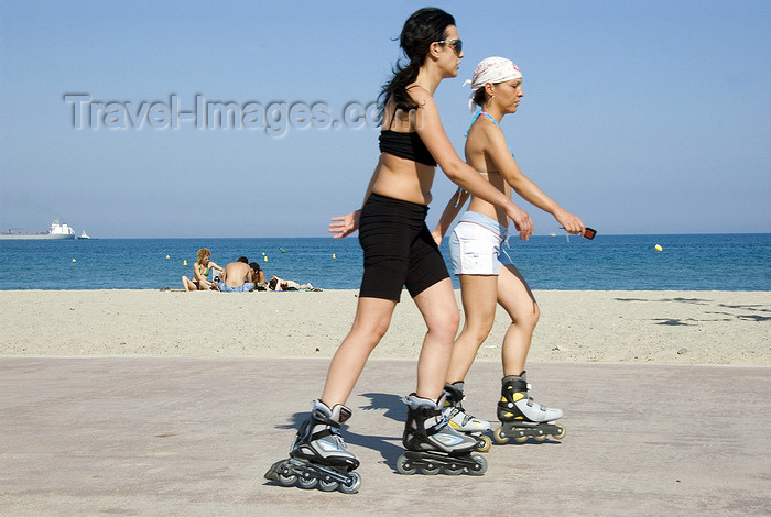 catalon134: La Pineda, Vila-seca, Costa Dorada, Tarragona, Catalonia: two women roller skating along the beach - photo by B.Henry - (c) Travel-Images.com - Stock Photography agency - Image Bank