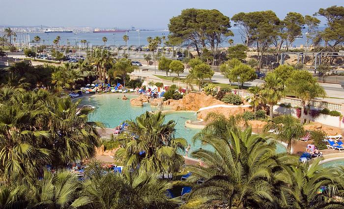 catalon139: La Pineda, Vila-seca, Costa Dorada, Tarragona, Catalonia: pools and palms at a Hotel resort - photo by B.Henry - (c) Travel-Images.com - Stock Photography agency - Image Bank