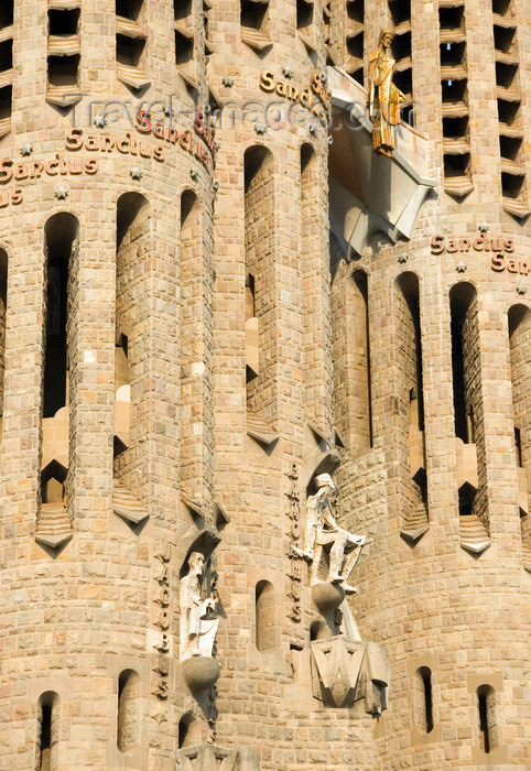 catalon148: Barcelona, Catalonia: Sagrada Familia cathedral - detail of the spires - Temple Expiatori de la Sagrada Familia - photo by B.Henry - (c) Travel-Images.com - Stock Photography agency - Image Bank