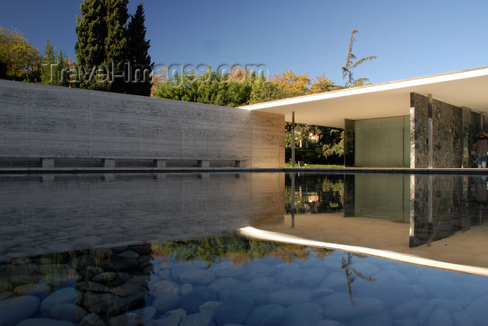 catalon157: Barcelona, Catalonia: Barcelona Pavilion, designed by Ludwig Mies van der Rohe, the German Pavilion for the 1929 International Exposition - Expo 29 - photo by T.Marshall - (c) Travel-Images.com - Stock Photography agency - Image Bank