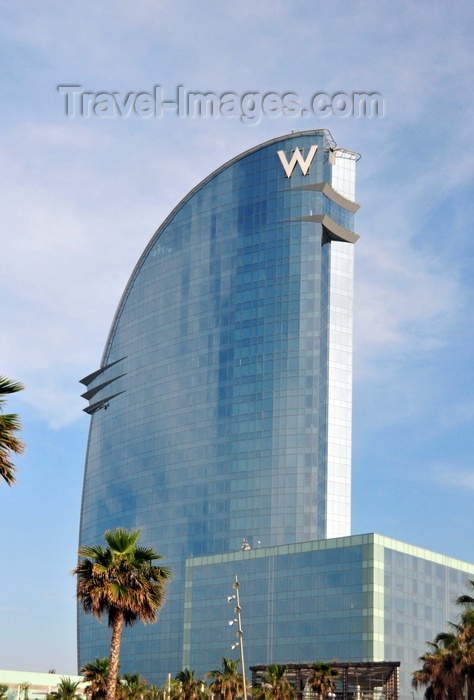 catalon164: Barcelona, Catalonia: view of the sail shaped W Barcelona hotel, architect Ricardo Bofill, Barceloneta - photo by M.Torres - (c) Travel-Images.com - Stock Photography agency - Image Bank