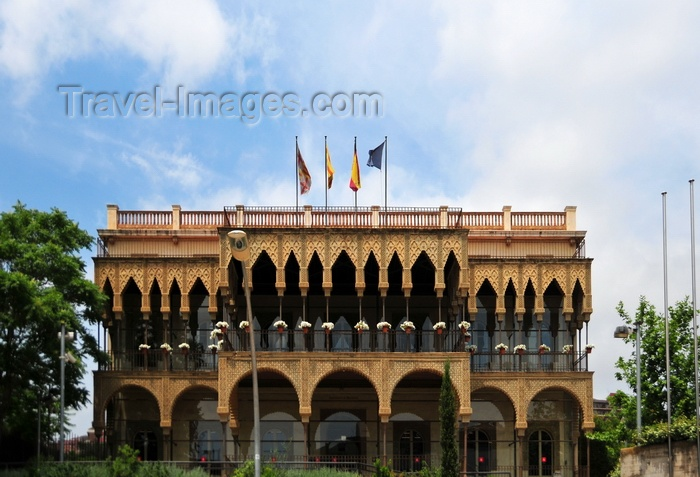 catalon169: Barcelona, Catalonia: Horta-Guinardó district administration building, Ronda del Guinardó - photo by M.Torres - (c) Travel-Images.com - Stock Photography agency - Image Bank