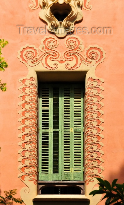catalon177: Barcelona, Catalonia: window with ornate frame, Gaudi House Museum - 'la Torre Rosa', Park Güell, Carmel Hill, Gràcia district - UNESCO World Heritage Site - photo by M.Torres - (c) Travel-Images.com - Stock Photography agency - Image Bank