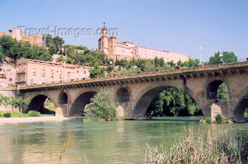 catalon19: Catalonia / Catalunya - Balaguer, Noguera, Lleida province: the old bridge - Riu Noguera Pallaresa - photo by Miguel Torres - (c) Travel-Images.com - Stock Photography agency - Image Bank