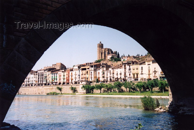 catalon20: Catalonia / Catalunya - Balaguer, Noguera, Lleida province: the promenade - photo by Miguel Torres - (c) Travel-Images.com - Stock Photography agency - Image Bank