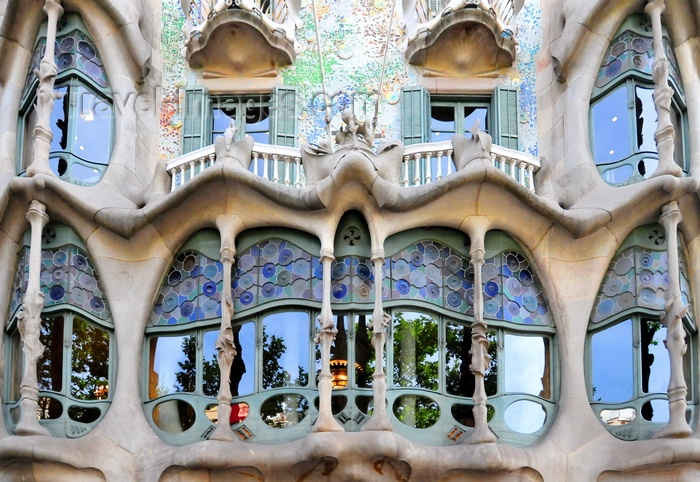 catalon234:  Barcelona, Catalonia: balconies at Casa Battló aka Casa dels ossos, by Antoni Gaudí, Unesco World Heritage Site - Passeig de Gràcia, Illa de la Discòrdia - photo by M.Torres - (c) Travel-Images.com - Stock Photography agency - Image Bank