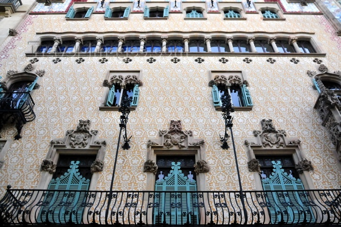 catalon235: Barcelona, Catalonia: long balcony at Casa Ametller, architect Josep Puig i Cadafalch - Illa de la Discòrdia, Passeig de Gràcia - photo by M.Torres - (c) Travel-Images.com - Stock Photography agency - Image Bank