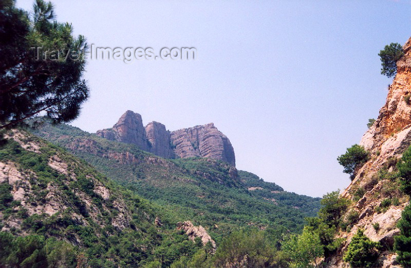 catalon24: Catalonia / Catalunya - Oliana, Alt Urgell, Lleida province: valley under mount Coscollet - photo by Miguel Torres - (c) Travel-Images.com - Stock Photography agency - Image Bank