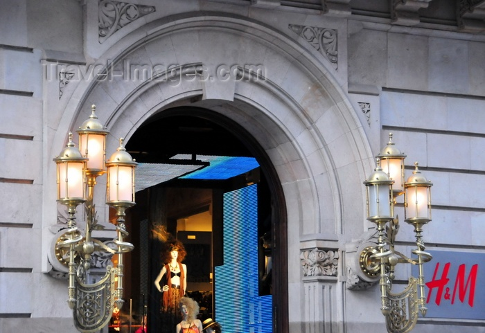 catalon241: Barcelona, Catalonia: historical building on Avenida Portal de L'Àngel, 22, now used by a Hennes and Mauritz shop - photo by M.Torres - (c) Travel-Images.com - Stock Photography agency - Image Bank